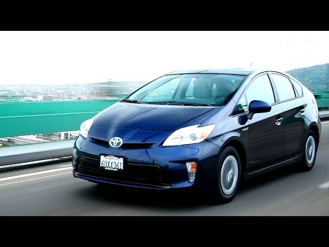 2012 Toyota Prius Video Review - Kelley Blue Book