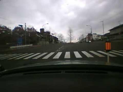 信号無視の車両、運悪く隣は覆面...