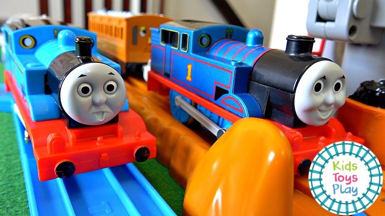 Thomas the Tank Engine Tomy Trackmaster Train Races!