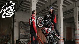 Езда на заднем колесе в балансе, Вилли-машина Дока| Bike Power Club Wheelie Machine