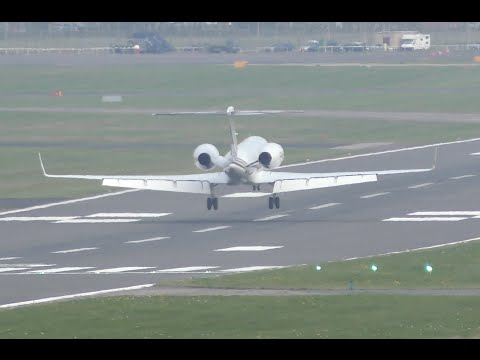 Gulfstream Aerospace G550 soft landing at Farnborough airport