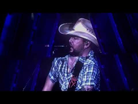 """Jason Aldean performs """"ANY OL BARSTOOL"""" in Des Moines, Iowa on 5-12-18"""
