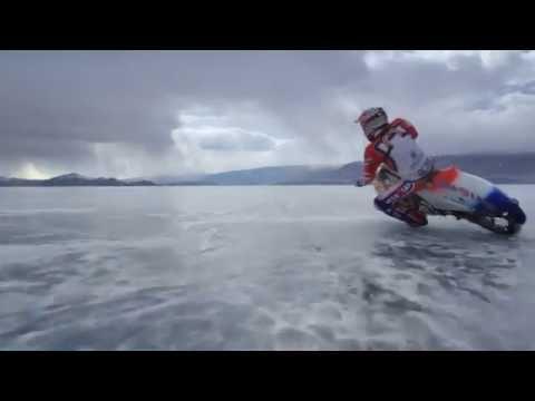 Озеро Байкал, лёд и мотоцикл - потрясающе
