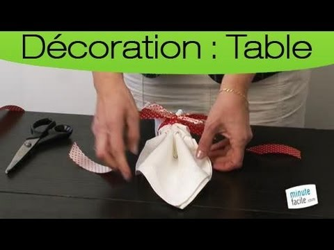 Comment plier une serviette de table en forme de feuille youtube - Plier serviette de table ...