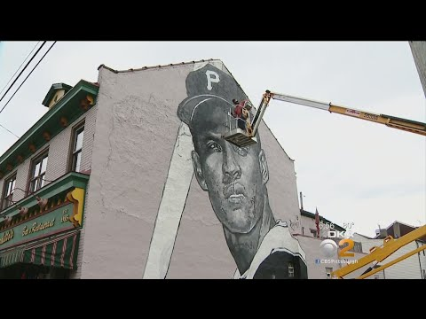 North Side Restaurant Honors Roberto Clemente With New Mural