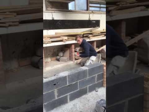 Destruction d'un mur en parpaing