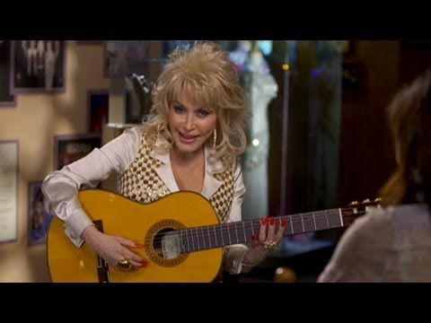 """Dolly Parton Rumors Addressed in """"Nightline"""" Interview: Musician Discusses Love Life, Makeovers"""
