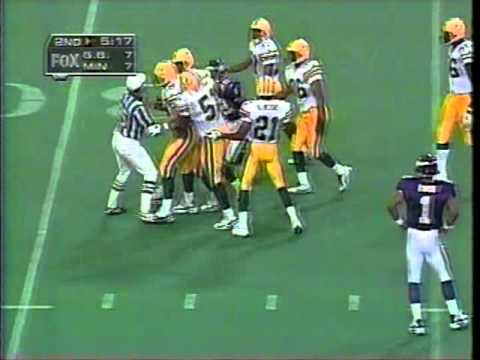 Classic American Football - Wayne Simmons slams Amp Lee