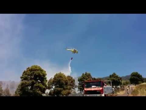 Helicópteros de BRIF La Palma apagan un incendio del Castillo en Garafía, La Palma