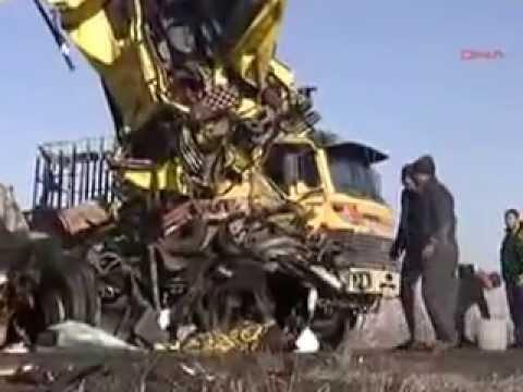 Afyon'da Feci Kaza  3 ölü, 5 Yaralı,