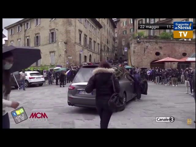 I funerali di Andrea Mari detto Brio dalla Basilica di Santa Maria in Provenzano