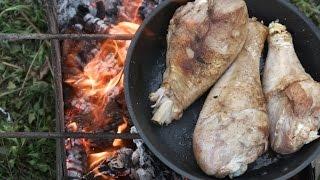 Жареная голень индейки на костре в сковороде / #upfood
