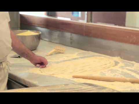 """Italian food recipes: """"pizza a metro"""""""