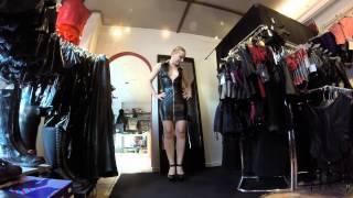 Nelly präsentiert Kleid Noelia und Schuhe Delight-677
