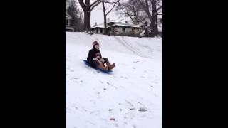 Descendo com a Juju na neve