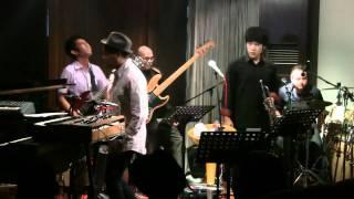 Glenn Fredly ft. Indra Lesmana - Dansa Yo Dansa @ Mostly Jazz 03/12/11 [HD]