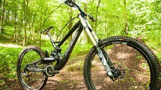 "Exot aus Carbon: Dead Rabbit ""Splendid"" Downhill Bike - Test"
