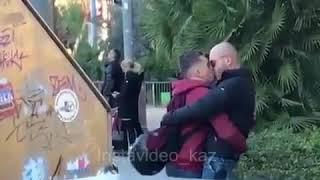 Казах увидел целующихся мужчин в Барселоне