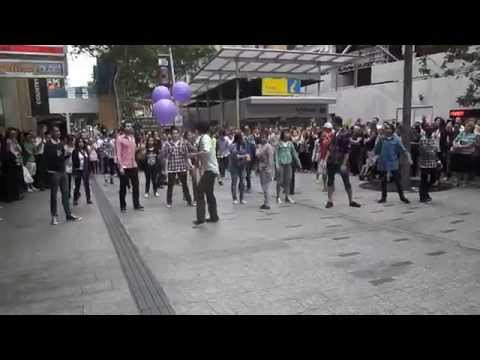 Mad Dance House Flash Mob - Brisbane Queen Street Mall - 28 October 2011