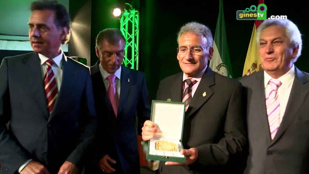 Amigos de Gines recibe la Placa de Honor de la Provincia