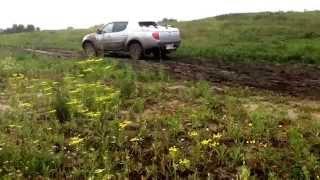 Mitsubishi L200 vs грязи(, 2014-08-13T12:28:13.000Z)
