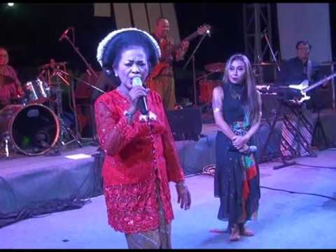 Perform Djaduk Ferianto Kua Etnika 5 feat Trie Utami Mbah Suji Mentir