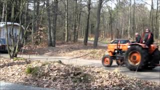 Op vakantie met trekker en woonwagen bos