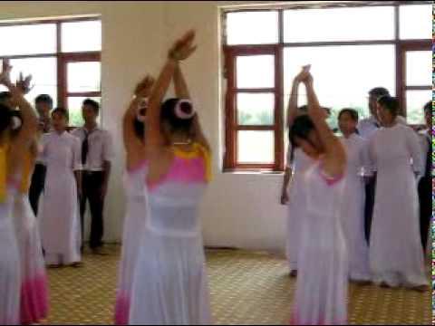 Dấu chân phía trước - Đồng ca lớp 11a2 0811- Hoa Binh High school