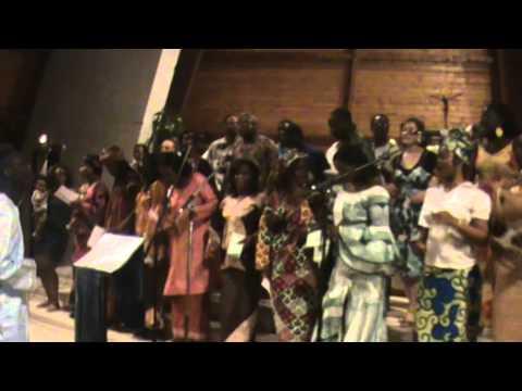 La Chorale Saint Kizito de Tours chante Atat Male Gabon avec les Anciens Choristes