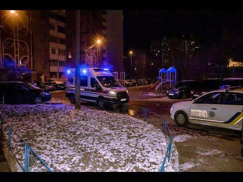 В Киеве на Академгородке девушка вешала белье и выпала из окна 13 этажа