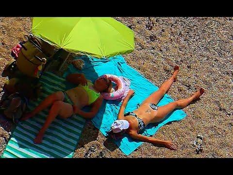 Дикий пляж в крыму видео со скрытой камеры, брюнетка массаж порно
