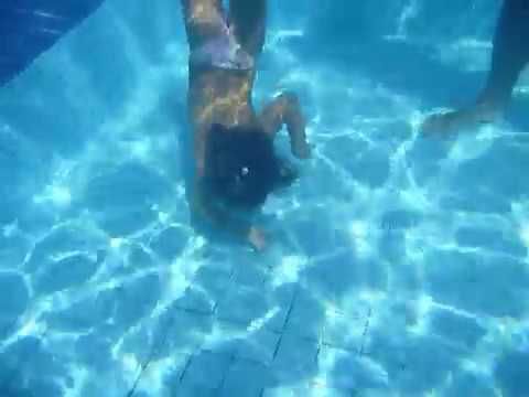 Gabi Buscando Rel Gio No Fundo Da Piscina Youtube