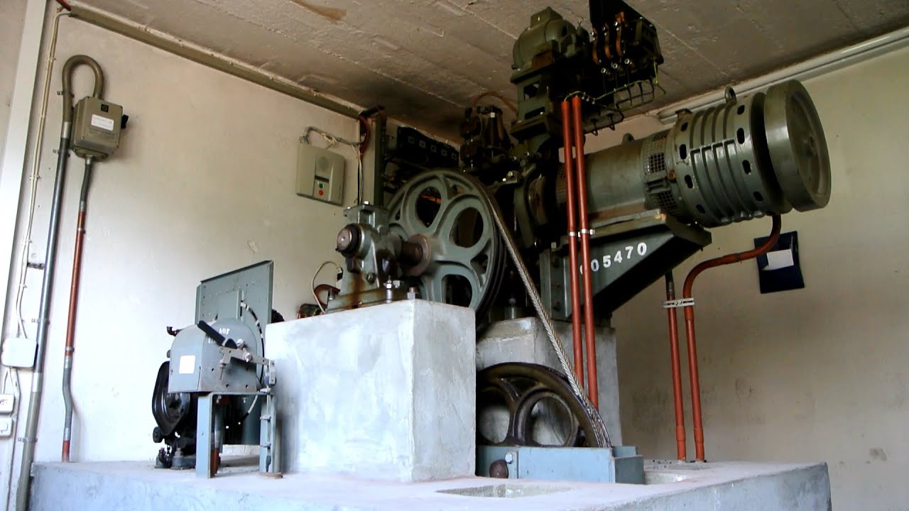 elevator machine room size