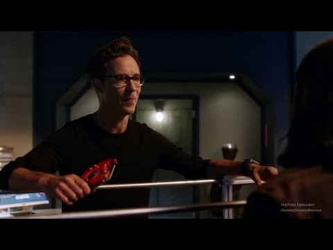 The Flash 2x05: Harrison Wells & Cisco [Harrison finds out Cisco is Meta-Human]