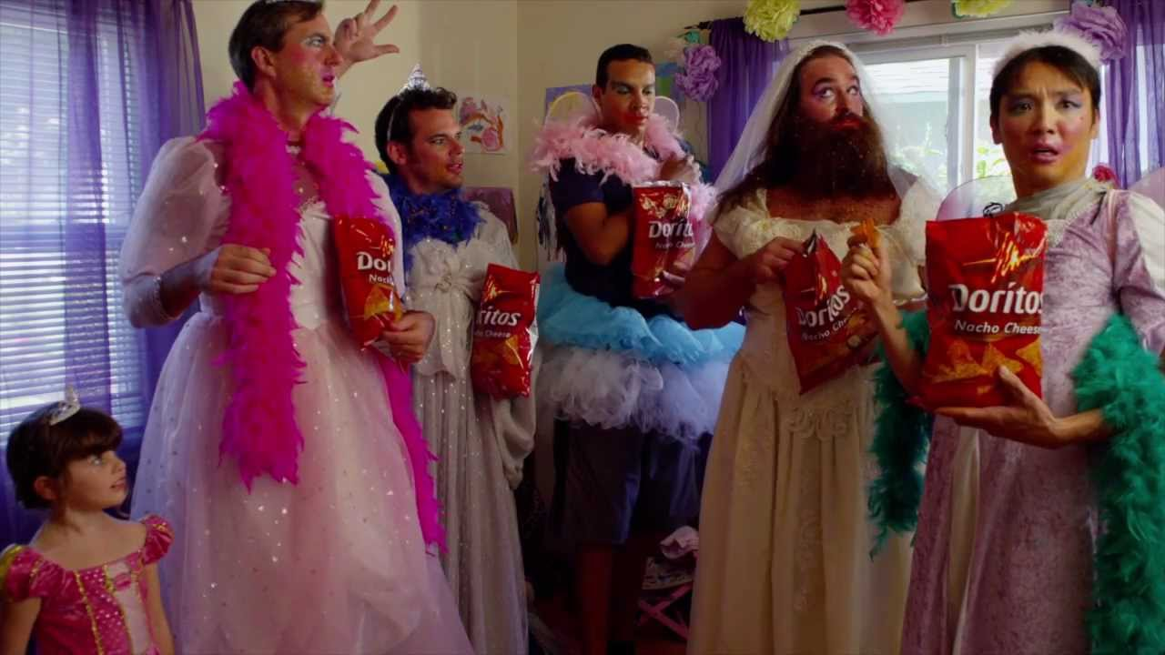 Doritos Super Bowl Commercial: Fashionista Dad Plays Dress Up In ...