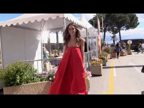 EXCLUSIVE : Beautiful Izabel Goulart walking on the croisette in Cannes