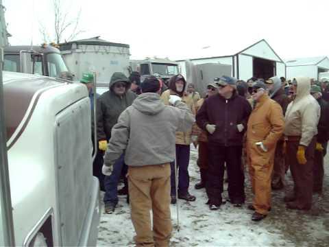 Joe Gretencord Ottawa Illinois Farm Auction- International S series Grain Truck