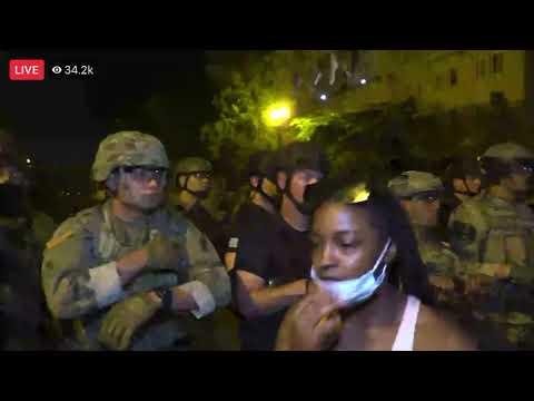 Protest vorm Weißen Haus. Die Nationalgarde des Präsidenten tragen KEINE MASKEN! ;-)