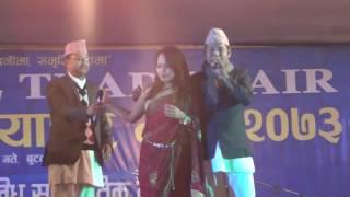 Badri pangeni live program In Butwal बद्री पंगेनीले गाउदा गाउदै तरुनी लाई अंगालो हालेपछी हंगामा