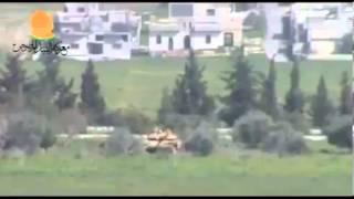 Pobunjenici uništavaju tenk sa crvenom strijelom thumbnail