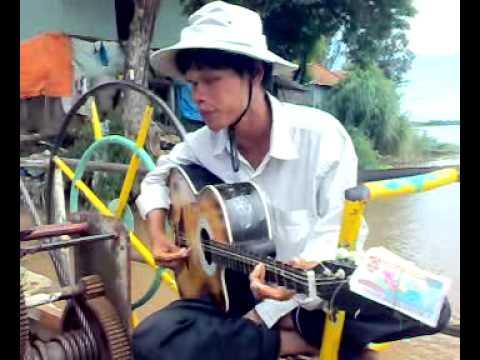 Anh Việt bán vé số