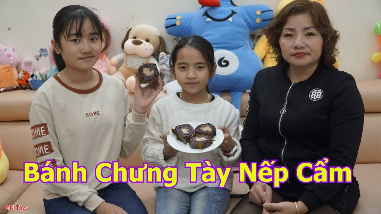 Ba Mẹ Con Ăn Bánh Chưng Tày Nếp Cẩm - Món Quà Mẹ Mua - Gia Đình Vui Vẻ | MN Toys