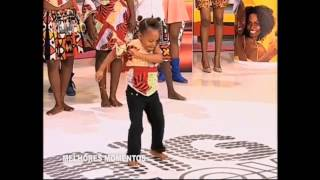 6 year old Angolan girl dancing AfroHouse - AMAZING!