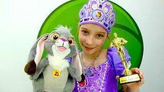 София Прекрасная - Хелло Китти и Смарта играют - Мультики для девочек