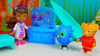 Видео для девочек | Играем с интересными куклами Доктор Плюшева. София Прекрасная. Маленькие Феи thumbnail