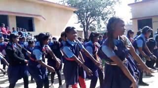 Primary school mahal para koriya jhum jhum nache na.