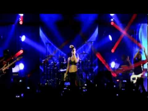 Rihanna - Phresh Out The Runway Live (777 Tour DVD)