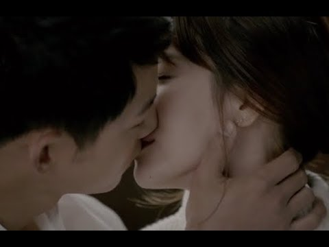 Descendant of the Sun - Song Joong Ki♡Song Hye Kyo Kiss Scene
