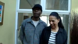 Pauline Black y Gaps Hendrickson (voces originales de The Selecter) saludando a Venezuela