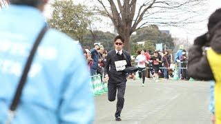 川内優輝選手がスーツ姿で走り話題に~第1回よろこびのまち久喜マラソン大会~ 川内優輝 検索動画 20